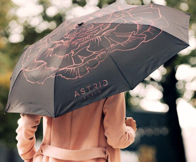black women umbrella astrid loven